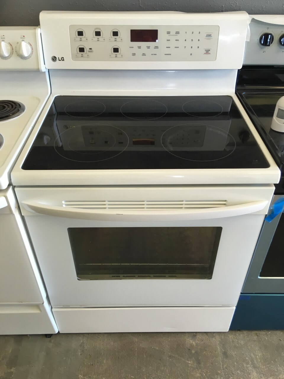 Home Cooking Lg White Gl Top Range With Convection Bake And Self Cleaning